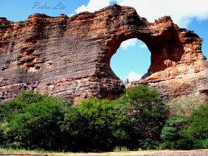Pedra Furada, símbolo do Parque Nacional da Serra da Capivara, Piauí.