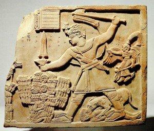 Placa de arenito com rei meroíta massacrando inimigos, arqueologia do Sudão, séc. II d.C..