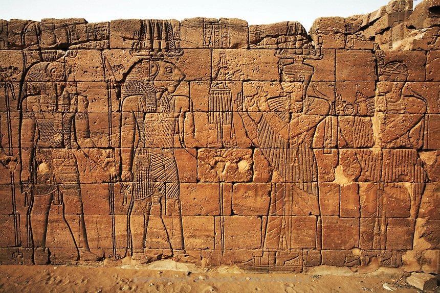 Rá, o deus Sol e Apedemak, o deus da guerra, arqueologia do Sudão.