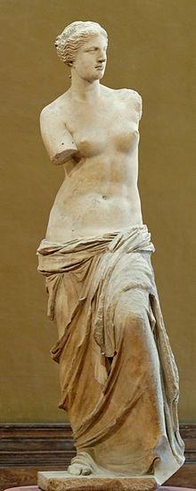 """""""Vênus de Milo"""", mármore, 2,02 m de altura, séc. II a.C. Descoberta na ilha de Milo, em 1820, faltando-lhe ambos os braços e o pé esquerdo. Museu do Louvre, Paris, França."""