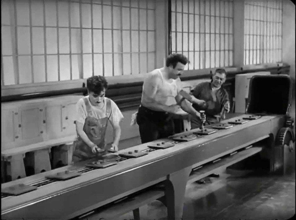 """Na linha de montagem, """"Tempos Modernos"""", 1936."""