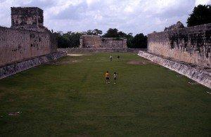 Campo de bola de Chichén Itzá, México.
