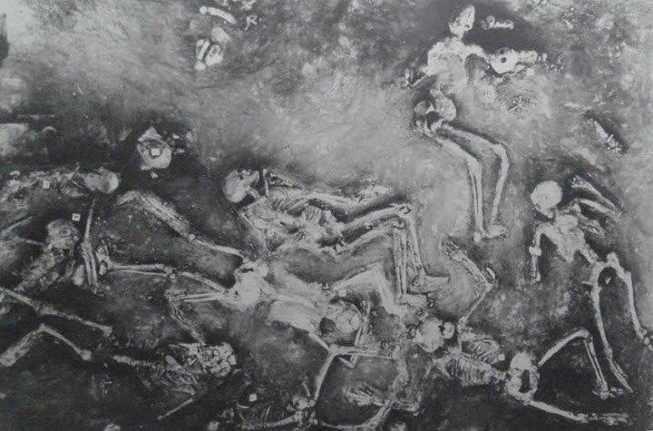Esqueletos encontrados em Mohenjo-Daro, foto de 1922.