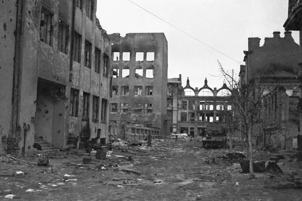 Stalingrado em ruínas. Depois da heróica resistência de Stalingrado, os soviéticos derrotaram os alemães e os expulsaram da URSS, 1943.