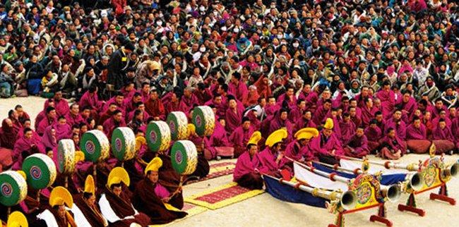 Comemoração do Losar no Tibete.