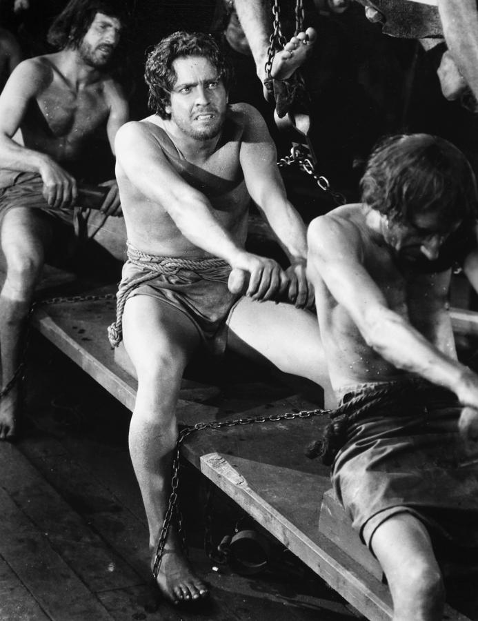 "Cena da batalha entre galeras do filme ""Ben Hur"", de 1925."