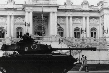 Tanque em frente ao Palácio da Guanabara, RJ, 1964