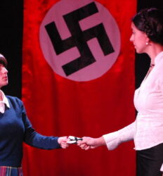"""Terror e miséria no III Reich"", o nazismo no teatro de Brecht"