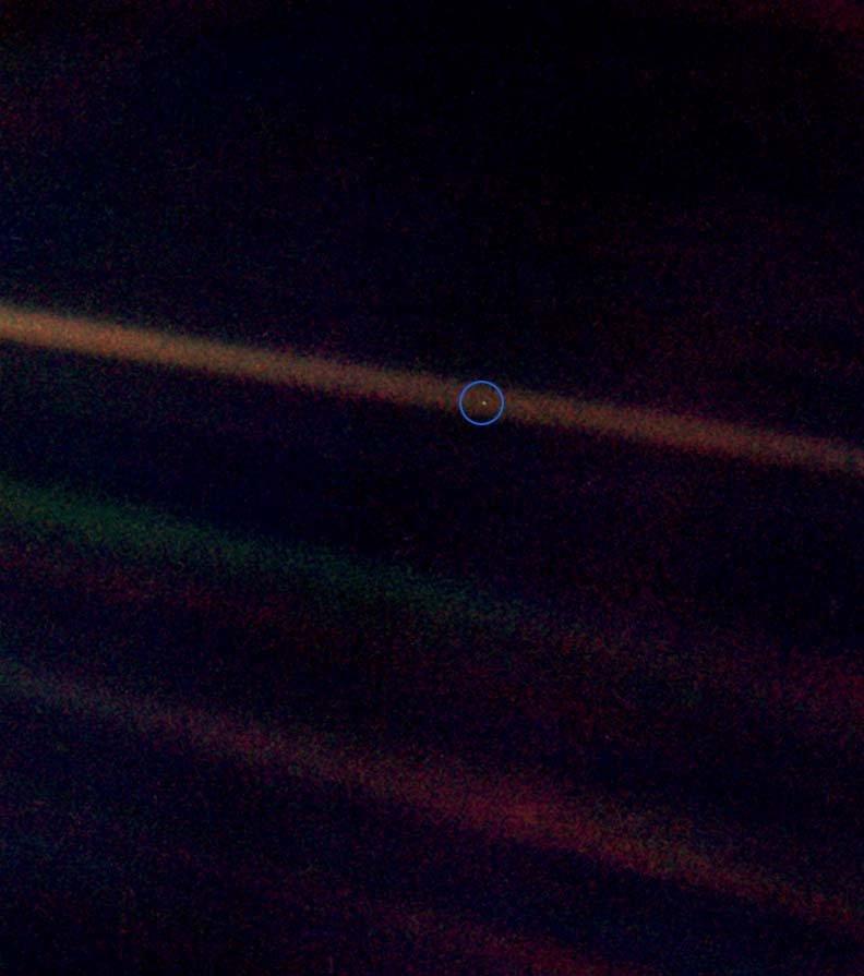 Foto tirada da sonda Voyager 1, 1990.