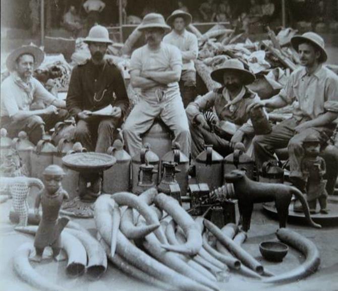 Soldados com o saque de Benin, 1897