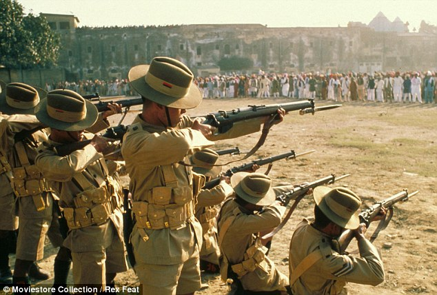 """Massacre de Amritsar, filme """"Gandhi"""", de 1982"""