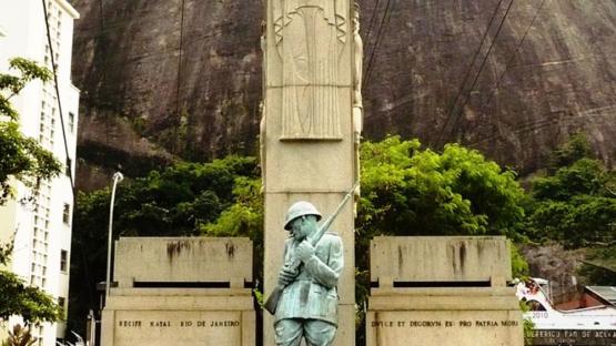 Monumento aos Soldados Mortos na Intentona Comunista de 1935, Urca, Rio de Janeiro, RJ, Brasil.