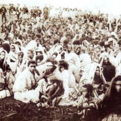 Mulheres e crianças de Canudos, presas durante os últimos dias da guerra.