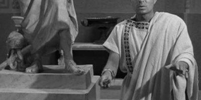 """James Mason como Brutus no filme """"Júlio César"""", de Joseph Leo Mankiewicz, de 1953."""