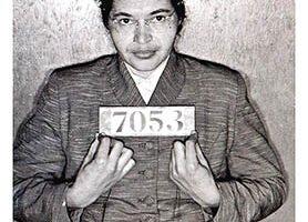 Rosa Parks presa em 1/12/1955 e o ônibus n 2857 em que ela se recusou a ceder seu lugar a uma pessoa branca, Museu Henry Ford.