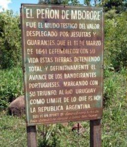 Placa assinalando o morro de M'Bororé