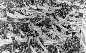 Multidão no comício da Central do Brasil