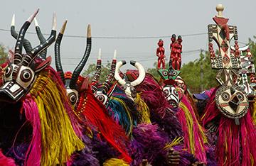 Mascaras africanas. Recortar e Colorir