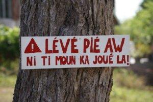 Placa em crioulo
