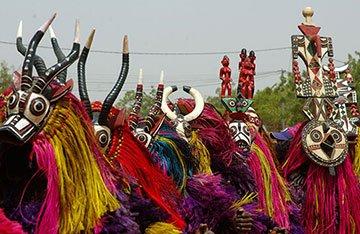 Máscaras africanas: beleza, magia e importância. (Para recortar e colorir)